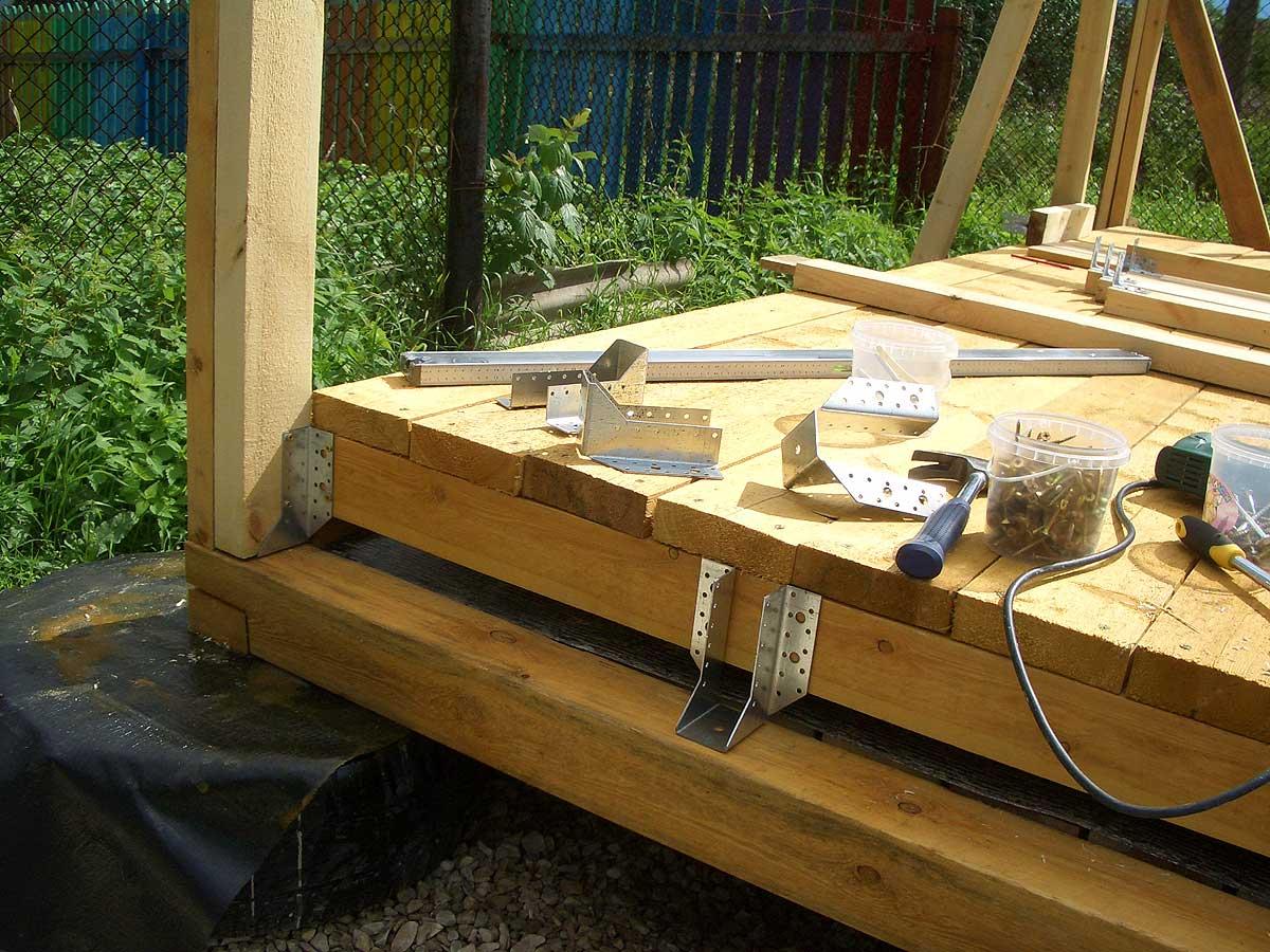 Как построить крытую летнюю кухню из дерева для отдыха на